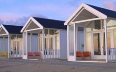 Bed and Breakfast Hotels: Strandhuisjes in Nederland Beach House Hotel, Budget Friendly Honeymoons, Bed & Breakfast, Beach Cabana, Beach Huts, Lakeside Living, Beach Bungalows, Outside Living, Bathroom Pictures