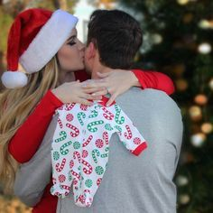 Christmas Baby Announcement win (Pregnancy Christmas Photos) - New Site Christmas Pregnancy Photos, Holiday Pregnancy Announcement, Pregnancy Announcement Photos, Maternity Christmas Pictures, Announcing Pregnancy At Christmas, Cute Baby Announcements, Announcement Cards, Winter Maternity Photos, Photography