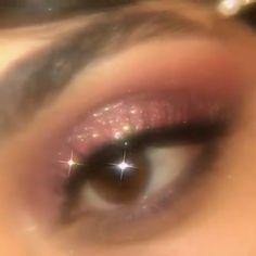 Aesthetic glitter makeup look Euphoria Makeup Looks aesthetic Glitter Makeup aesthetic gif Boujee Aesthetic, Badass Aesthetic, Aesthetic Beauty, Bad Girl Aesthetic, Aesthetic Makeup, Aesthetic Grunge, Brown Aesthetic, Glitter Makeup Looks, Gold Makeup