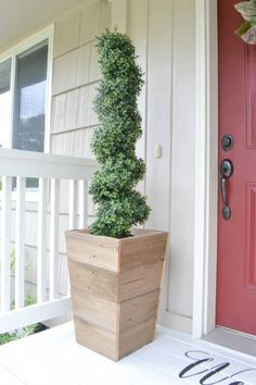 17 Reclaimed Wood DIY Outdoor Projects to Brighten Your Outdoor Space - DIY and Craft Ideas & Home Decor Outdoor Diy Projects, Diy Outdoor Space, Outdoor Projects, Diy Wood Planters, Diy Planters, Wood Diy, Diy Porch, Reclaimed Wood Diy, Diy Wood Planter Box