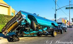 Classic Cars – Old Classic Cars Gallery Chevrolet Impala, Arte Lowrider, Lowrider Bike, 64 Impala Lowrider, Lo Rider, Chevy Vehicles, Us Cars, Dodge Charger, Amazing Cars
