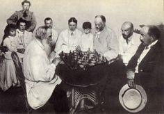 Толстой играет в шахматы с М. С. Сухотиным