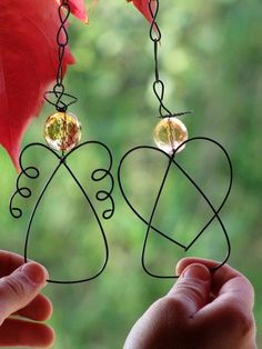 wire angel ornaments --maybe use tagua as the bead Christmas Angels, All Things Christmas, Christmas Holidays, Christmas Decorations, Christmas Ornaments, Birthday Decorations, Wire Crafts, Christmas Projects, Holiday Crafts