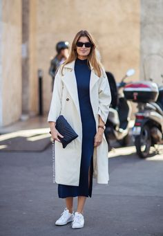 Add sophistication to your white sneakers outfit with a minimal midi dress and sleek trench coat. Only Fashion, I Love Fashion, Womens Fashion, Style Casual, Casual Outfits, Fashion Outfits, White Sneakers Outfit, Sneakers Street Style, Sneaker Street