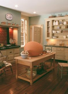 Dollhouse kitchen. Ha! Lovin' that big egg!