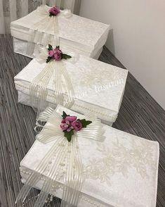 Körüklü yakın cekim💐💞 ilgi ve alakaniza çok teşekkür ediyorum rica ediyorum canlar kapasitem dışı doluyum ona göre temmuz ve sonrası… Wedding Hamper, Wedding Gift Baskets, Wedding Gift Wrapping, Wedding Gift Boxes, Creative Gift Wrapping, Wedding Gifts, Engagement Decorations, Wedding Decorations, Alcohol Gift Baskets
