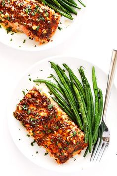 This 25-Minute Honey Mustard Salmon recipe is AMAZING. It's made with the best homemade sauce, it's easy to bake or grill, and it tastes absolutely delicious. | gimmesomeoven.com (Gluten-Free / Pescetarian)