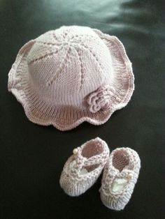 This is an exclusive Hampton Towers knitting pattern. Instructions to knit the hat shoes and flower in DK in 4 sizes 6 months, 12 months, 18 months and 2 yrs.