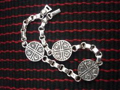 mapuche jewelry at DuckDuckGo Handmade Silver, Handmade Jewelry, Silver Jewelry, Jewelry Making, Charmed, Jewels, My Love, Tattoos, Bracelets