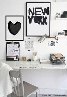 Bureau à domicile, home office. Chic home office desk inspo. Home Office Space, Office Workspace, Office Decor, Desk Space, Office Ideas, Small Workspace, Office Chic, Office Spaces, Workspace Inspiration