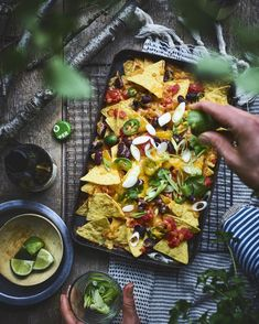 BBQ BBQ Nachos Buying The Right Type Of Mens Watches Apart from telling him what time it is, a watch Soirée Bbq, Barbeque Sides, Barbecue Recipes, Bbq Grill, Bbq Nachos, Tapas, Pork Brisket, Best Bbq, Bbq Party