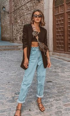 22 Catchy Blazer Outfits to Stand Out from The Crowd - Hi Giggle! Blazer Outfits Casual, Basic Outfits, Mode Outfits, Fall Outfits, Summer Outfits, Fashion Outfits, Sexy Outfits, Black Blazer Casual, Mom Jeans Outfit Summer