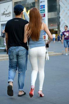 Sexy Hips, Best Jeans, Sports Leggings, Beautiful Asian Women, White Pants, Girls Jeans, Skinny Pants, Jeans Style, Jeans Pants