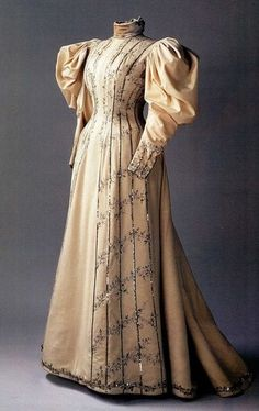 Day gown belonging to Alexandra, 1890s - created by Nadezhda Petrovna Lomanova