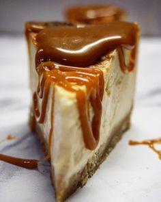 Sós karamellás sajttorta | Masnis Szuflé Hungarian Desserts, Cheescake Recipe, Cookie Recipes, Dessert Recipes, Food Cakes, Cakes And More, Sweet Recipes, Food To Make, Paleo