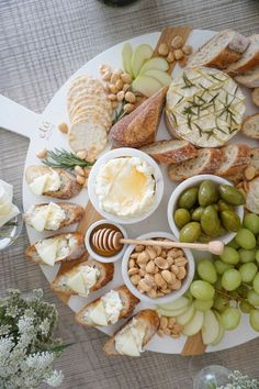 Charcuterie Recipes, Charcuterie And Cheese Board, Cheese Boards, Cheese Board Display, Comida Picnic, Party Food Platters, Food Trays, Good Food, Yummy Food