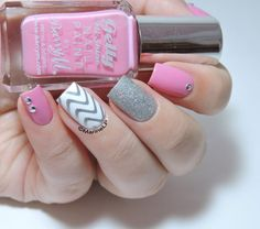 - Mix & Match - Skittlette - Stamping - MoYou Sailor 03 - Studs - Barry M Dragon - nails - nailart Get Nails, Love Nails, Pink Nails, Hair And Nails, Chevron Nails, Nail Art Designs, Nail Polish Designs, Pretty Nail Colors, Pretty Nails