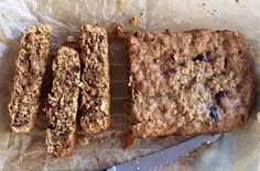 Brenda Janschek - Date Seed and Oat Bar Recipe Good Healthy Recipes, Healthy Treats, Sweet Recipes, Whole Food Recipes, Healthy Kids, Yummy Recipes, Oat Slice, Date Bars, Lunch Box Recipes