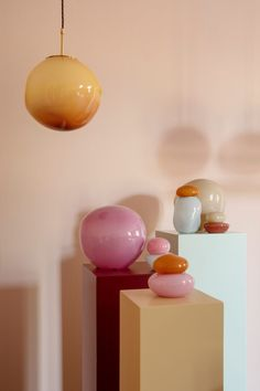 Candy Collection lamps by Helle Mardahl based on sweet-shop memories - All For Decoration Minimalism Living, Deco Rose, Turbulence Deco, Online Lighting Stores, Mid Century Modern Lighting, Lamp Bases, Colored Glass, Decoration, Interior Inspiration