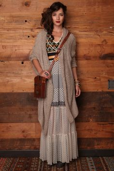 Free People boho chic style girl in bohemian dress with cross-body purse. Beauty And Fashion, Boho Fashion, Autumn Fashion, Womens Fashion, Fashion Black, Cheap Fashion, Dress Fashion, Hippie Style, Bohemian Style
