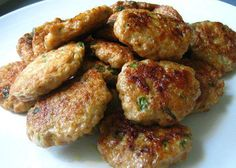 Receta Tortitas de Carne Guatemala...basically they are little hamburger patties but you eat them with a side of rice and some homemade red sauce. Yum!