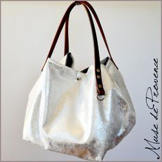 Sac cabas en tissu et cuir à effet métal argent Art Bag, Fashion Bags, Purses And Bags, Comfy, Handbags, My Style, Sailing, Mary, Instagram