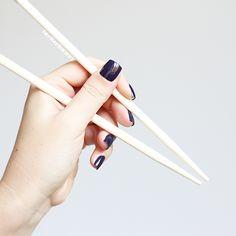 essie | kimono over | sushi |japan |nails | playing koi kollektion | essieliebe |lackschwarz