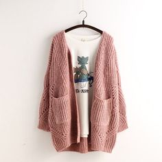 A sweater with a cable is very special.This sweater is hollow. This is a loose sweater, worn on the body will be very comfortable.This sweater is a good choice. Size:Length 70, Sleeves 41, Bust 130, S