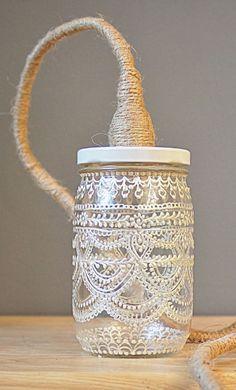 Grote glazen pot beschilderen met witte glasverf + fitting/pendel omwikkeld met touw