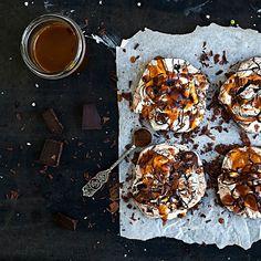 Chocolate salted caramel meringues. Ummm....yes please!  #Meringue #SaltedCaramel #DarkChocolate #Baking #Instabaked #Homebaking