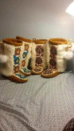 Handcrafted by Adrienne Beaulieu Native Beadwork, Native American Beadwork, Nativity Crafts, Slipper Boots, Shoe Boots, Shoes, Moccasins, Loom, Paradise