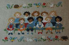 L'album photo de ma classe-完成 Cross Stitch Music, Mini Cross Stitch, Cross Stitch Samplers, Cross Stitch Embroidery, Cross Stitch Patterns, Stitch Doll, Needlework, Tapestry, Sewing