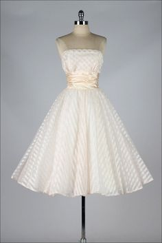 vintage 1950s dress . blush pink strapless . por millstreetvintage