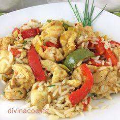Este wok de arroz, pollo y verduras es un plato ligero y muy completo. Si queremos acelerar la elaboración podemos usar vasitos de arroz basmati precocidos para simplificar la receta.