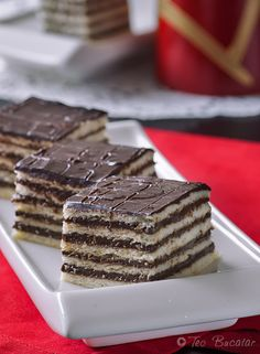 Prajitura cu foi si crema de ciocolata Tiramisu, Food And Drink, Cooking Recipes, Favorite Recipes, Sweets, Candy, Cookies, Ethnic Recipes, Mai