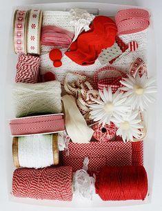 Wow! Craft borsa piena di nastri e pezzi per i progetti fai da te