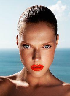 Imprescindibles de #maquillaje de #verano: http://www.perfumesclub.com/blog/imprescindibles-de-maquillaje-para-el-verano/