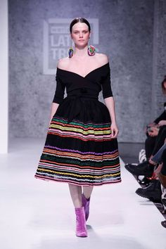14102690_10154411127579754_881089757753098263_n Mexican Fashion, Mexican Outfit, Mexican Dresses, Folk Fashion, Hijab Fashion, Fashion Dresses, Womens Fashion, Traditional Mexican Dress, Fiesta Outfit