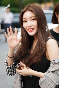 chungha pics! ☾ (@kchunghapics) | Twitter Korean Girl Groups, Kpop Girl Groups, Kpop Girls, South Korean Girls, Boy Groups, Korean Singer, Girl Crushes, Kpop Girl Bands, Korean Aesthetic