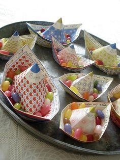 manualidades de papel para hacer con niños - barcos de papel - jurianne matters    http://charhadas.com/ideas/30079-barcos-de-papel-tan-sencillos-y-tan-bonitos