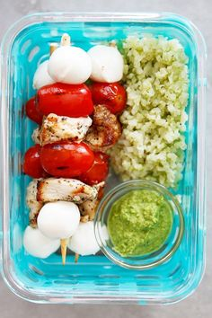 27 Bento Box Lunch Ideas That Are Work- and School-Approved - Lunch Recipes Bento Box Lunch For Adults, Lunch To Go, Lunch Meal Prep, Healthy Meal Prep, Healthy Snacks, Healthy Eating, Healthy Recipes, Bento Lunch Ideas, Easy Work Lunch Ideas