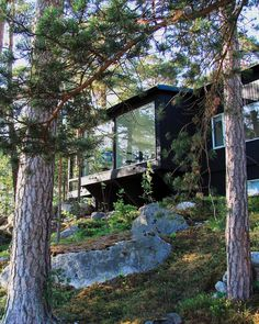Sunhouse - Modern prefab homes. This modern prefab house is located in the archipelago of Helsinki, in Finland. Finland Summer, Modern Prefab Homes, Summer Cabins, Weekend House, Modern Cottage, Good House, Cabins In The Woods, Black House, House Design