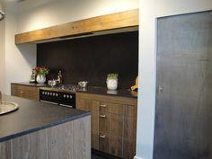 Stoere keuken met loodfront en rustiek eiken handgemaakte keukens op maat Apeldoorn JACOB