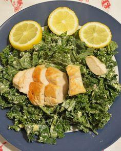 Grünkohl-Salat à la Caesar #grünkohl #kale #salat #gesund #rohkost #glutenfrei #lowcarb #protein #ballaststoffe #kalium #calcium #vitaminC #fürsBüro