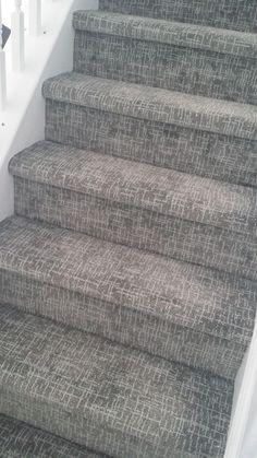 Ruthless stair runner carpet diy stairways strategies exploited amazing tuftex applause 00342 on stairs dont even need a runner - Teppich Patterned Carpet, Stair Runner Carpet, Staircase Design, Living Room Carpet, Diy Carpet, Carpet Decor, Stairs, Patterned Stair Carpet, Stairways