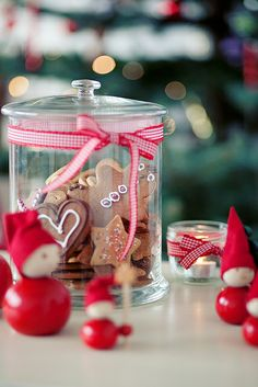 Red Christmas by loretoidas, via Flickr