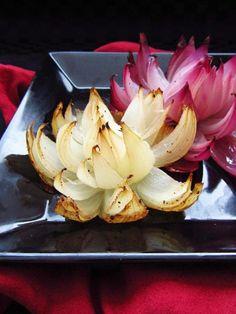 Flores de Cebola... Sugestão para servir com assados, molhos, legumes, ...