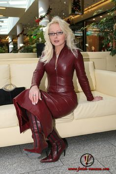Crazy Outfits, Sexy Outfits, Fall Outfits, Fashion Outfits, Frauen In High Heels, Hobble Skirt, Leder Outfits, Sexy Latex, Sexy Boots