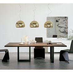 Cattelan Italia Mesa de diseño Sigma Diseño: Philips Jackon. Mesa de diseño Sigma con base en metal barnizado transparente. Sobre en nogal canaletto.