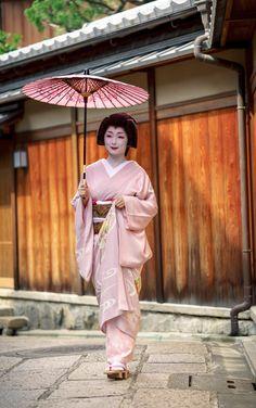 geiko 芸妓 Miyagawacho 宮川町 Toshimana とし真菜 KYOTO JAPAN